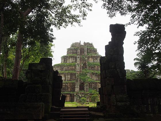 カンボジアのコーケ遺跡004
