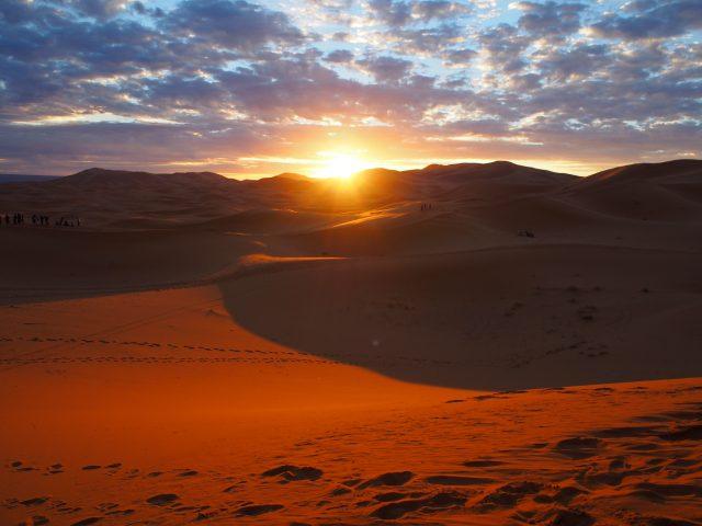 サハラ砂漠 日の出 持ち物 08