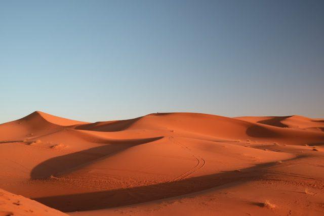 サハラ砂漠 日の出 持ち物 01