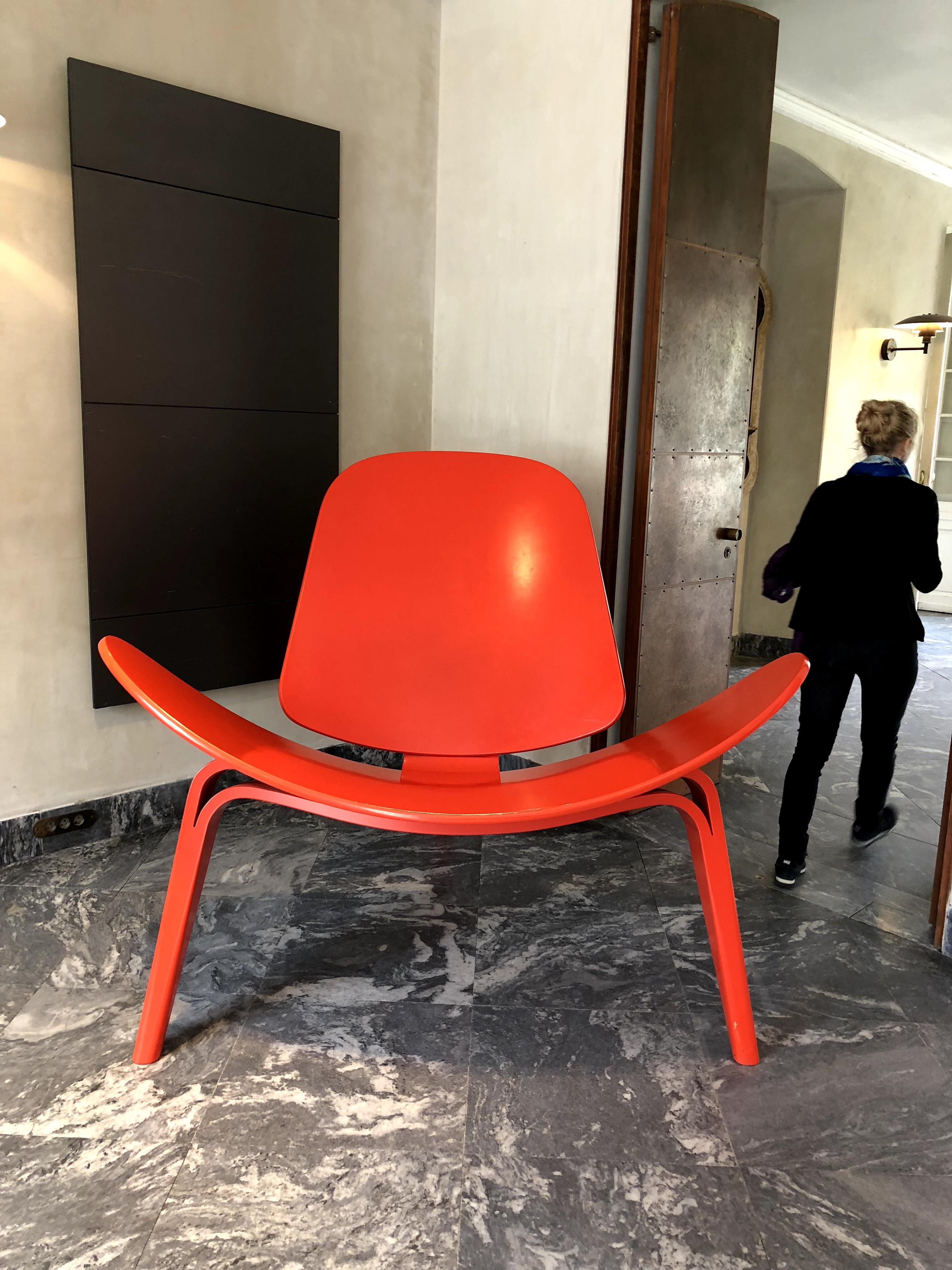 "Denmark_designmuseum_Louis-Poulsen_threelegchair"""""