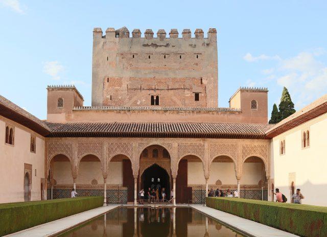 ヨーロッパの中のイスラム文化を堪能!世界遺産アルハンブラ宮殿と ...