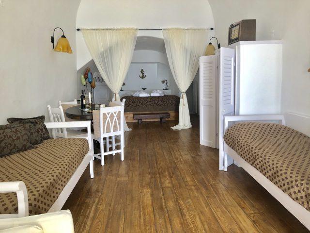 Santorini_hotel_FANARI-VILAAS_1-640x480