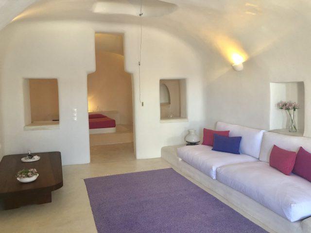 Santorini_hotel_PERIVOLAS_4-640x480