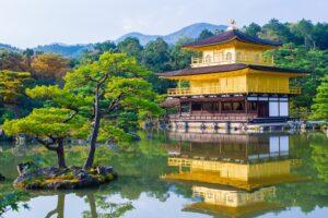 【京都の神社・仏閣】人気ベスト10!「ご朱印」「ご利益」情報も必見!他、綺麗なお庭・紅葉の名所までご紹介